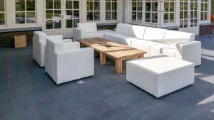 loungeset-wit-met-houten-tafel